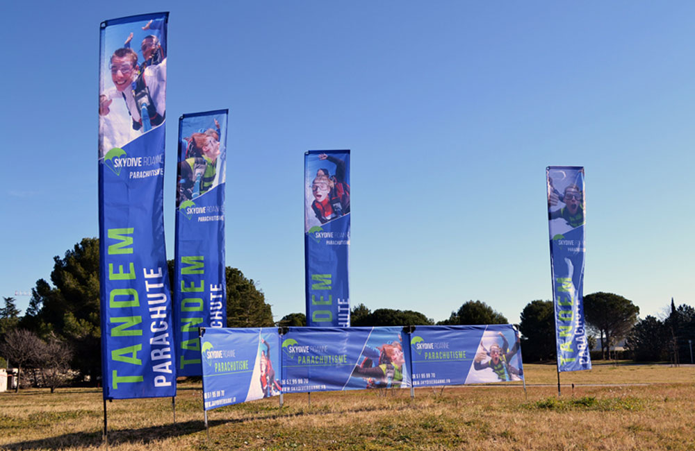 drapeau-publicitaire-skydive-Outdoor-display